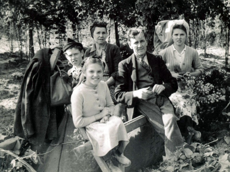 Image from George Lagden's archive. Shirley Smith and family on hop bin. Tipples Farm, c.1950.
